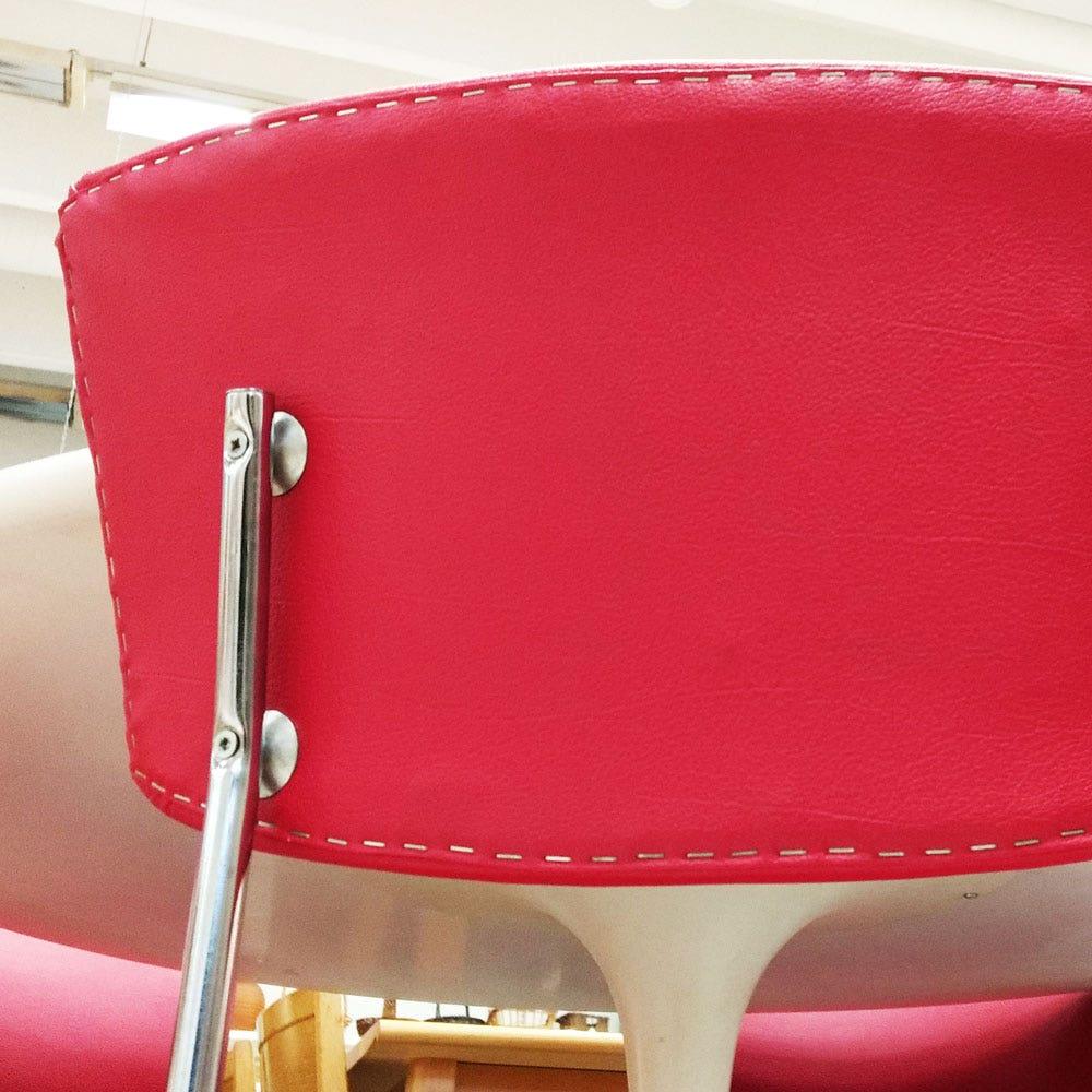 Punainen retrotuoli, selkänoja